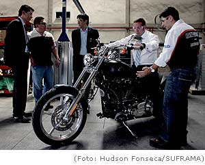 Secretário-executivo do MDIC visita unidade da Harley Davidson em Manaus
